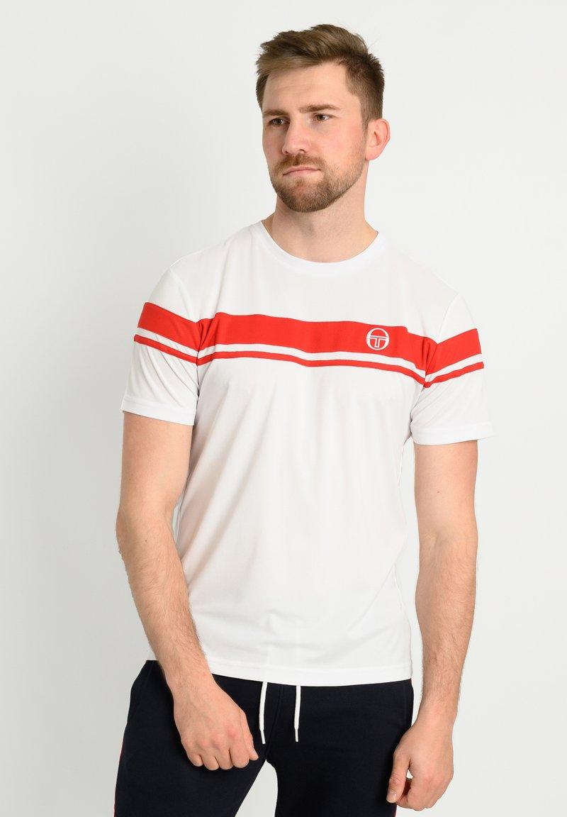 sergio tacchini - YOUNG LINE PRO T-SHIRT - T-shirt imprimé - wht/red