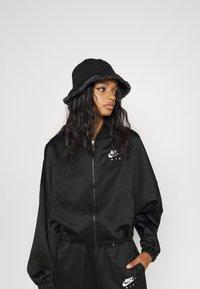 Nike Sportswear - AIR - Chaquetas bomber - black/white - 4