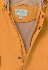 MINI A TURE - WALLY UNISEX - Short coat - waxed honey - 3