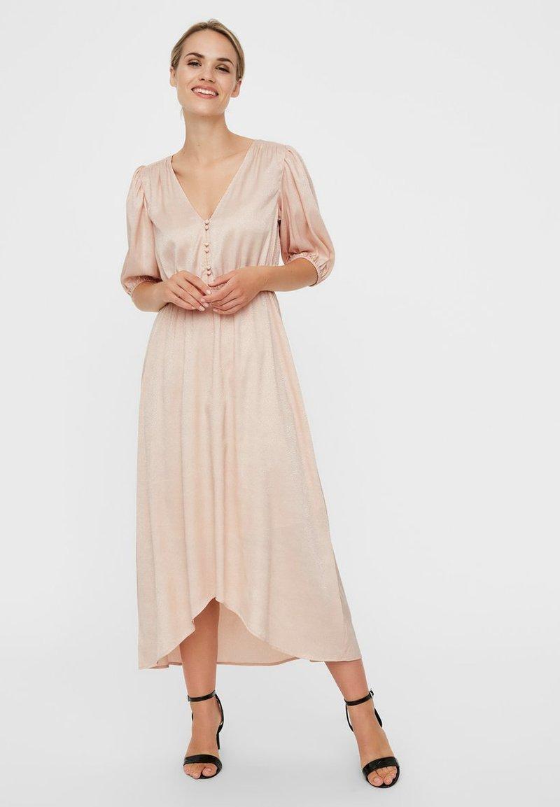 Vero Moda - MAXIKLEID V-AUSSCHNITT - Maxi dress - rose dust