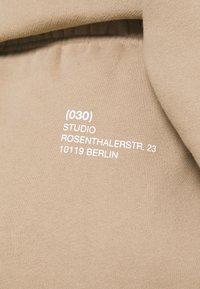 WRSTBHVR - FAITH PANTS - Tracksuit bottoms - roasted beige - 4