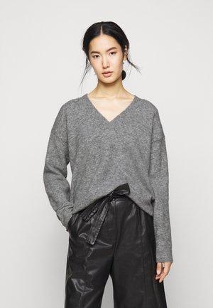LINNA - Stickad tröja - grau