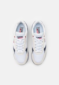 Tommy Jeans - RETRO RUNNER MIX - Sneakers basse - white - 3