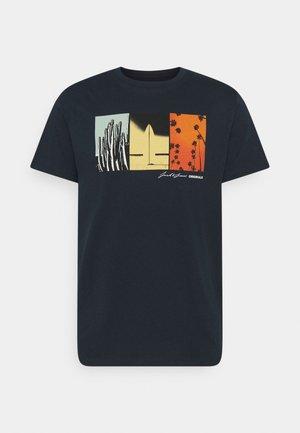 JOROCTO - Print T-shirt - navy blazer