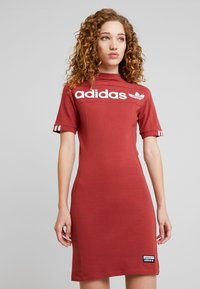 adidas Originals - TEE DRESS - Etuikleid - mystery red - 0