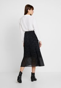 New Look - CANDICE SPOT PLEATED MIDI - A-line skirt - black - 2