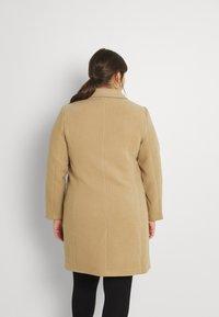 Vero Moda Curve - VMCALACINDY JACKET - Classic coat - tigers eye - 2
