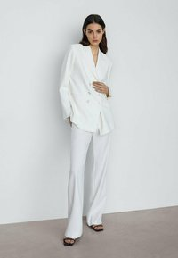 Massimo Dutti - MIT SCHLAG  - Trousers - white - 1