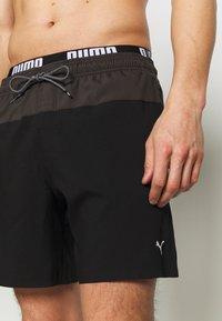 Puma - SWIM MEN LOGO MEDIUM LENGTH - Swimming shorts - black/grey - 2