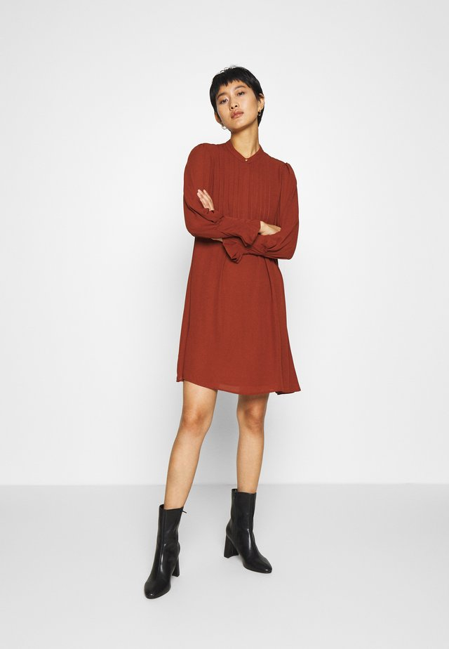 SLFLIVIA DRESS - Freizeitkleid - red