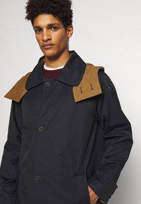 Gloverall - REVERSABLE OVERCOAT - Zimní kabát - navy - 3