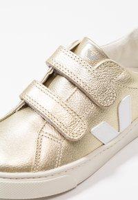 Veja - ESPLAR SMALL  - Baskets basses - gold/white - 2