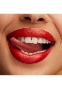 MAC - LUSTREGLASS LIPSTICK - Lipstick - tnteaser - 2