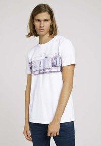 TOM TAILOR DENIM - T-shirt imprimé - white - 0