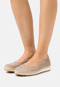 Gabor Comfort - Ballerina's - taupe - 0
