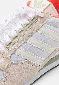 adidas Originals - ZX 500 UNISEX - Trainers - offwhite/footwear white/halo green - 7