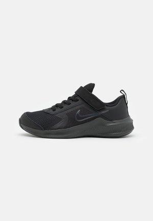 DOWNSHIFTER 11 UNISEX - Zapatillas de running neutras - black/dark smoke grey