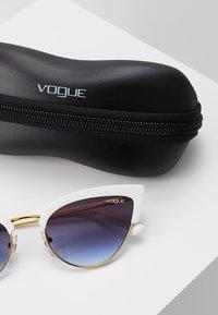 VOGUE Eyewear - Sunglasses - white/gold-coloured - 3