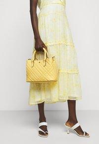 Lauren Ralph Lauren - PLAID QUILTD PEBBLE MARCY - Handbag - beach yellow - 1