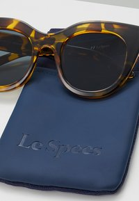Le Specs - AIR HEART - Sunglasses - syrup tort - 3