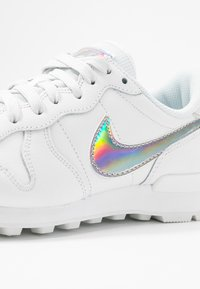 Nike Sportswear - INTERNATIONALIST - Trainers - summit white/metallic silver - 2