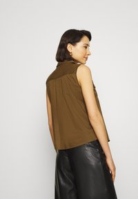 Banana Republic - UTILITY RESORT COLLAR - Button-down blouse - cindered olive - 2
