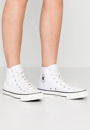 CHUCK TAYLOR ALL STAR - Sneakersy wysokie - white/black