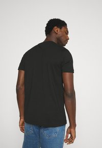 Tommy Hilfiger - CORP SPLIT TEE - T-shirt con stampa - black - 2