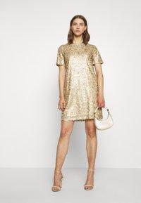 Pieces - PCALISIA DRESS - Vestito elegante - warm sand - 1