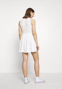 Moves - KIA TENCEL 1845 - Áčková sukně - white - 2