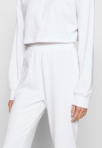 Missguided - ZIP FRONT CROPPED  SLIM LINE SET - Survêtement - white - 6