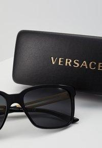 Versace - Lunettes de soleil - black - 3