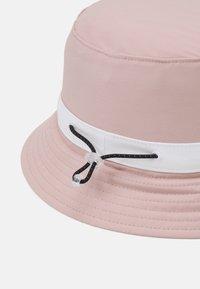 Levi's® - SEASONAL BUCKET HAT UNISEX - Klobouk - light pink - 2