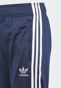 adidas Originals - ADICOLOR SST TRACK PANTS - Pantalon de survêtement - collegiate navy/white - 2