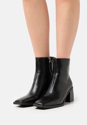 FLORIANA - Kotníkové boty - black