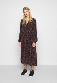 Moss Copenhagen - MILANA MOROCCO DRESS - Kjole - milana - 0