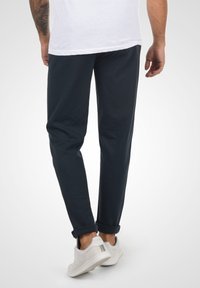 Solid - OLIVERO - Trousers - insignia blue - 2