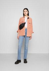 Levi's® - 725 HIGH RISE BOOTCUT - Bootcut jeans - light-blue denim - 1
