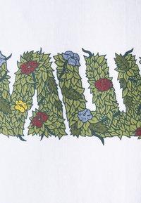 WAWWA - OVERGROWN UNISEX  - Print T-shirt - white - 2