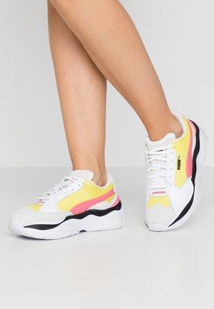 STORM.Y COLOUR BLOCK - Sneakers - meadowlark/white