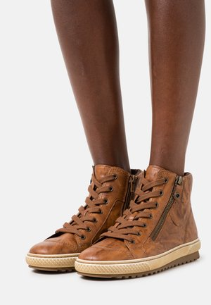 High-top trainers - copper