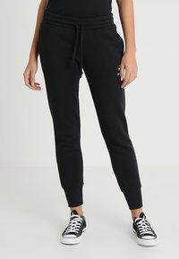 Converse - STAR CHEVRON SIGNATURE PANT - Spodnie treningowe - black - 0