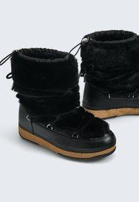 OYSHO - Snowboots  - black - 4