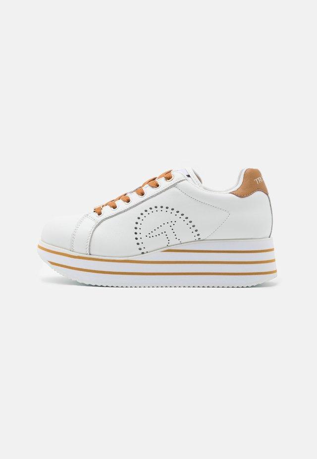 ERIKA  - Sneakersy niskie - white