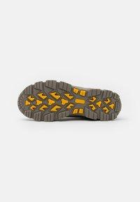 Colmar Originals - COOPER RACER - Sneakers hoog - mud/black/yellow - 4