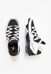 LEBRON XVII LOW - Basketbalové boty - white/metallic gold/black