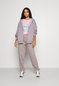 BDG Urban Outfitters - ZIP HOODIE - Zip-up hoodie - grey lavendar - 1