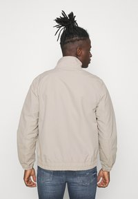 Tommy Jeans - ESSENTIAL CASUAL  - Tunn jacka - beige - 2