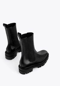 Uterqüe - Kotníková obuv - black - 3