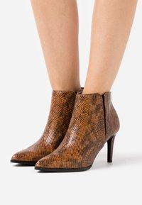Vero Moda - VMLIZA  - High heeled ankle boots - cognac - 0
